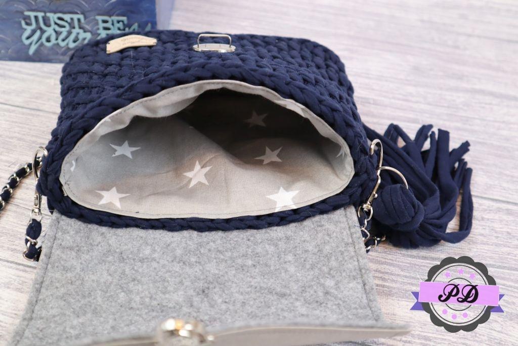 Szydełkowa torebka z klapką