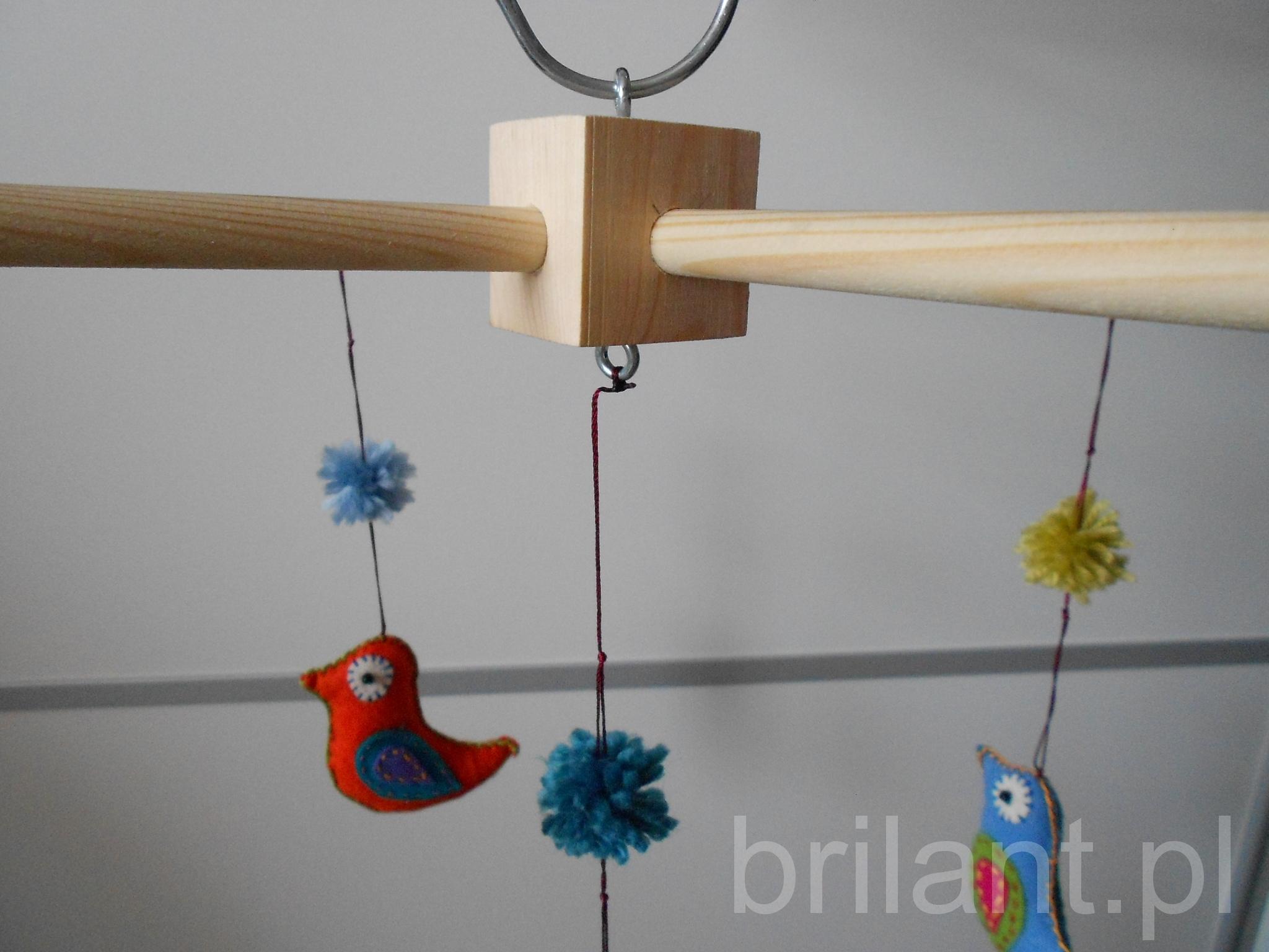 Karuzela z filcowymi ptaszkami