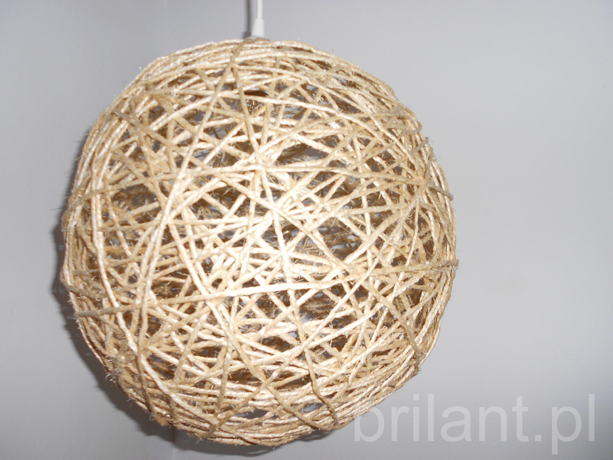 Lampa kula ze sznurka