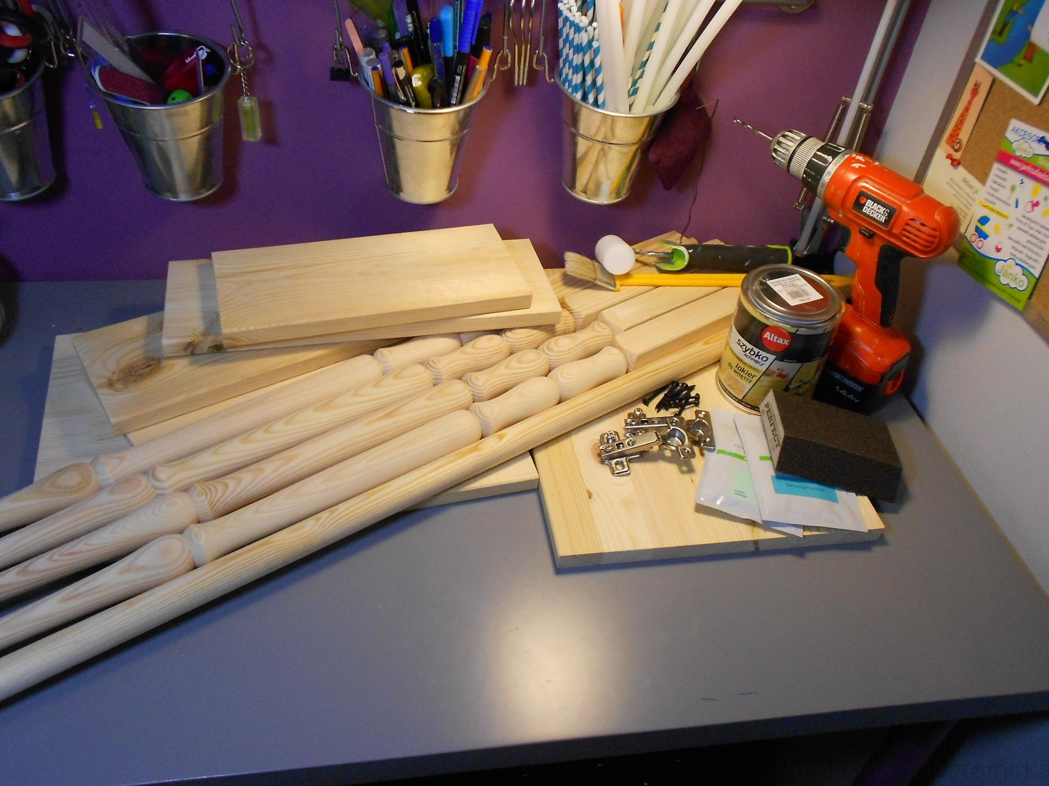 Szafeczka drewniana