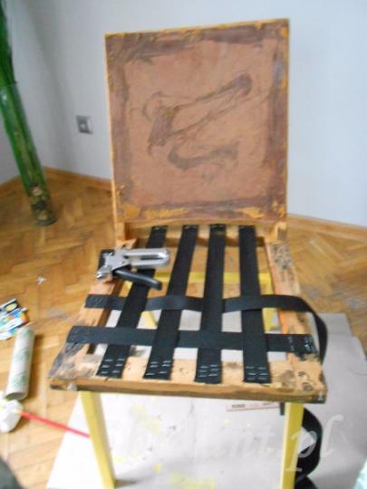 Krzesło w trakcie renowacji