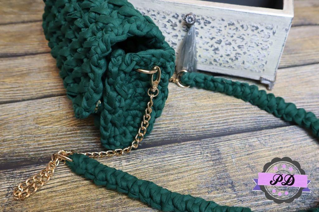 Zielona torebka szydełkowa